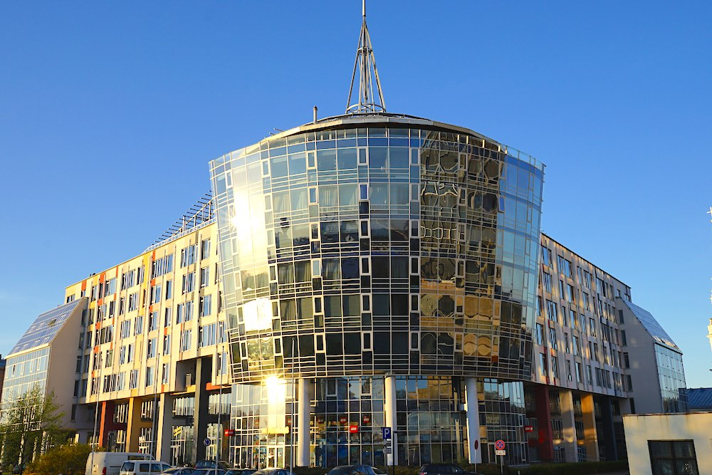 Centra Nams. Moderna daudzdzīvojama māja Rīgas centrā.