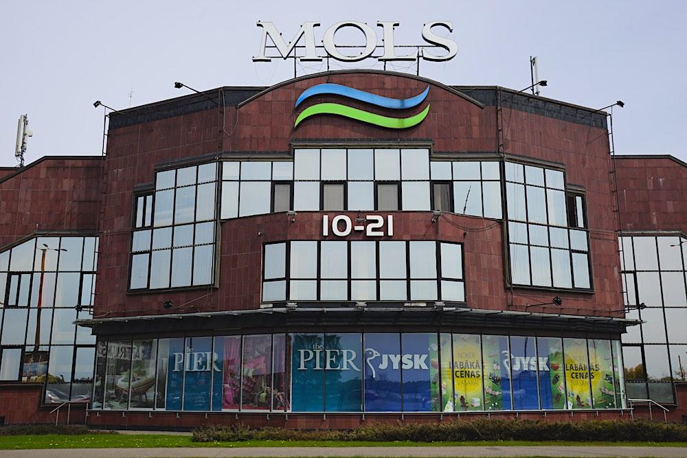 Mols. Tirdzniecības centrs. Skats no Krasta ielas.